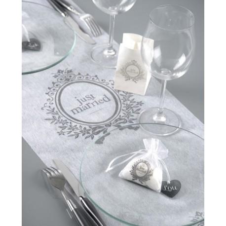 Chemin de table just married blanc intissé 5 M
