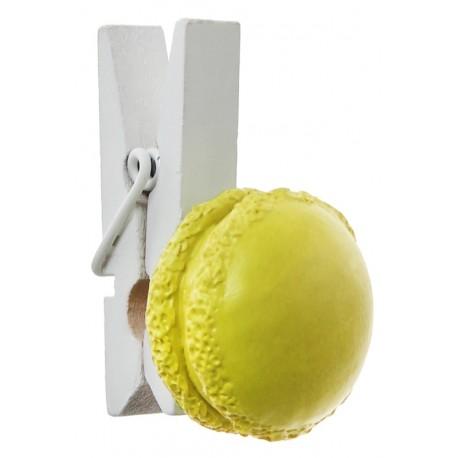 Macaron jaune sur mini pince en bois les 4