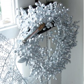Couronne de baies argent festive 28 cm luxe