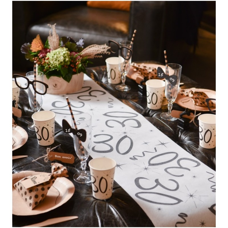 chemin de table anniversaire 18 ans blanc intiss d co anniversaire. Black Bedroom Furniture Sets. Home Design Ideas