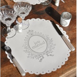 Sets de table blancs Just Married ronds 34 cm les 6