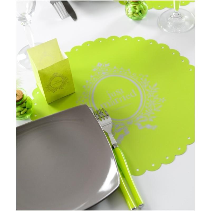 set de table just married vert anis rond festonn baroque 34 cm set de table mariage. Black Bedroom Furniture Sets. Home Design Ideas