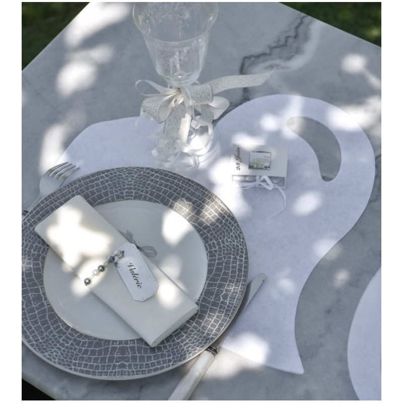 Set de table coeur gris intiss les 50 sets de table - Set de table intisse ...