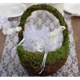 Panier en rotin avec mousse végétale
