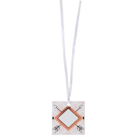 Etiquette ethnique carton avec ruban les 6